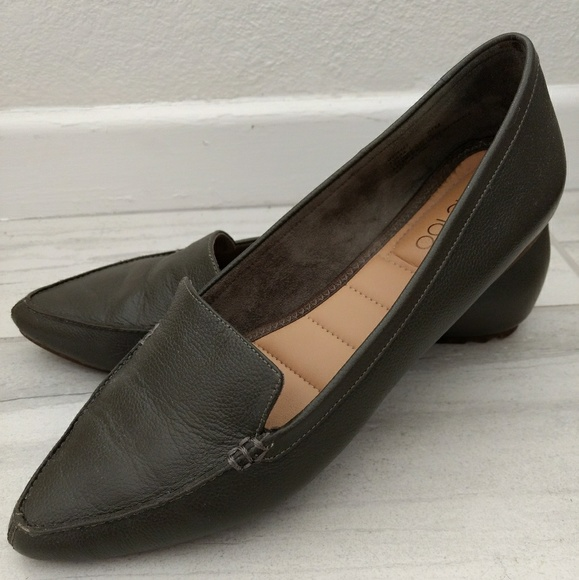cf5b51a3ab4 me too Shoes - Me Too Audra Leather Flat - Olive Green 9.5